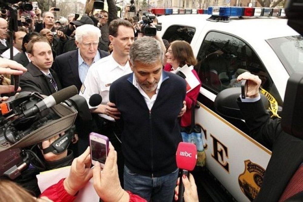 Συνέλαβαν τον Τζορτζ Κλούνεϊ και τον πατέρα του! (photos+video)