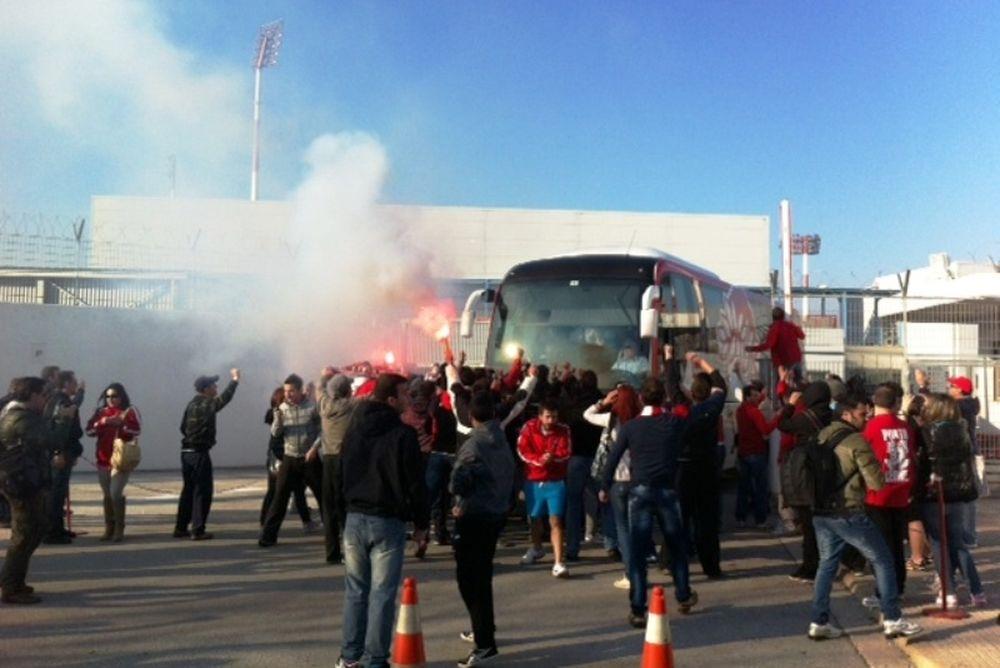 «Ντόπες» στου Ρέντη από 1.000 οπαδούς του Ολυμπιακού! (video+photos)
