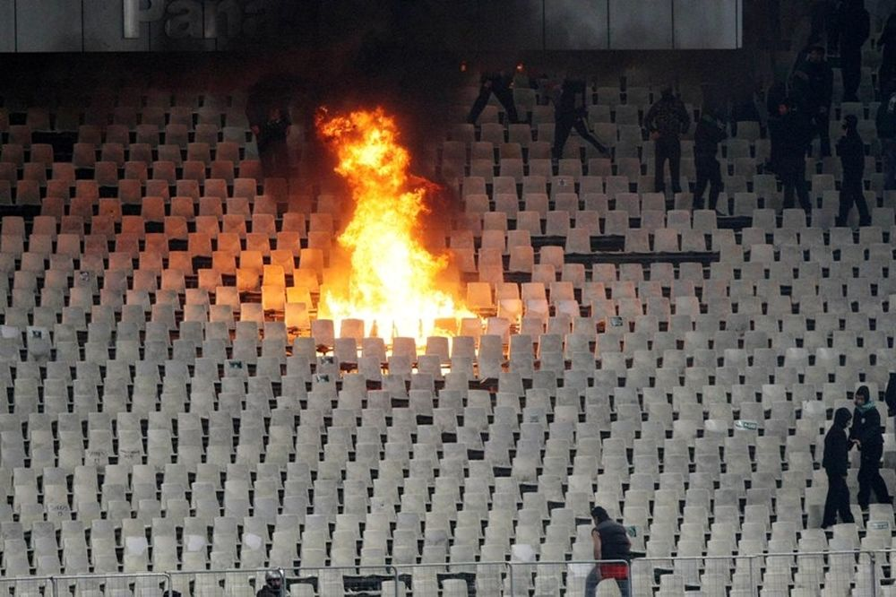Φωτιές στις εξέδρες του Ολυμπιακού Σταδίου (photos)