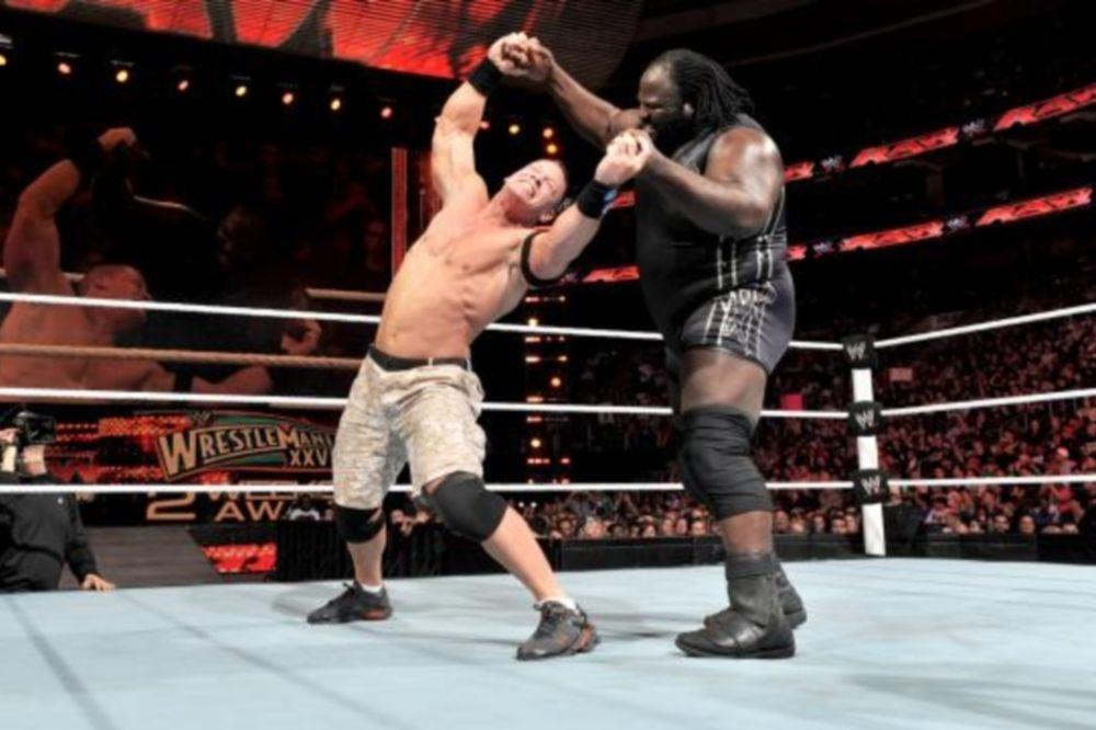 Ανίκητος Cena και παρέμβαση Undertaker