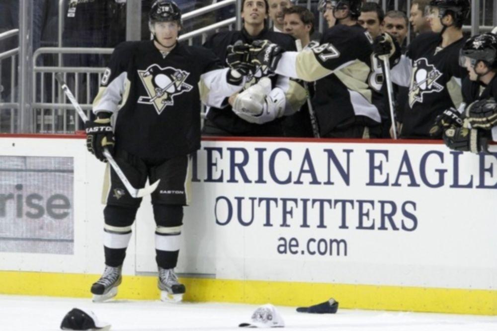 Χατ τρικ ο Neal και τέσσερις ασίστ ο Crosby