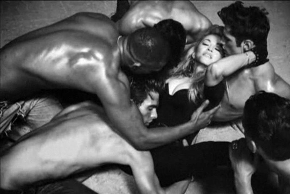 Η Μαντόνα σέξι όσο ποτέ στο βίντεο του Girl Gone Wild (photos+video)