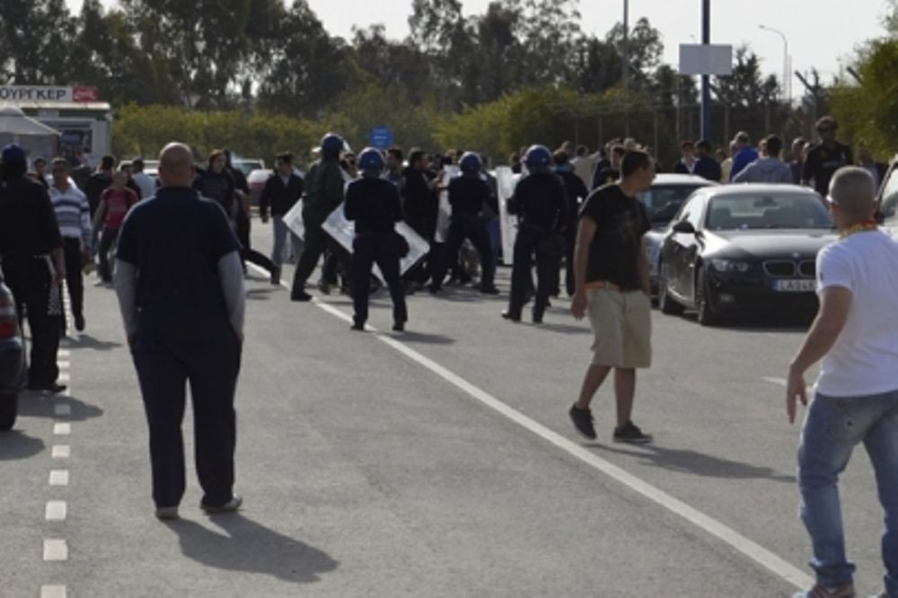 Τραυματισμοί αστυνομικών στο ΑΠΟΕΛ - Ομόνοια!