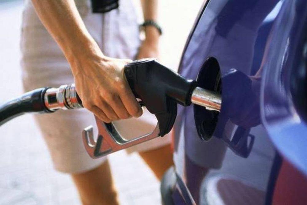 Στα 2 ευρώ η τιμή της βενζίνης