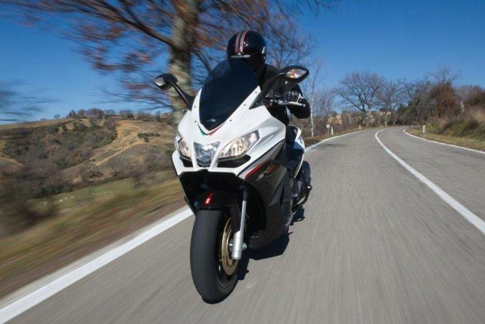 To Aprilia SRV 850 επαναπροσδιορίζει τα όρια στον κόσμο των scooter