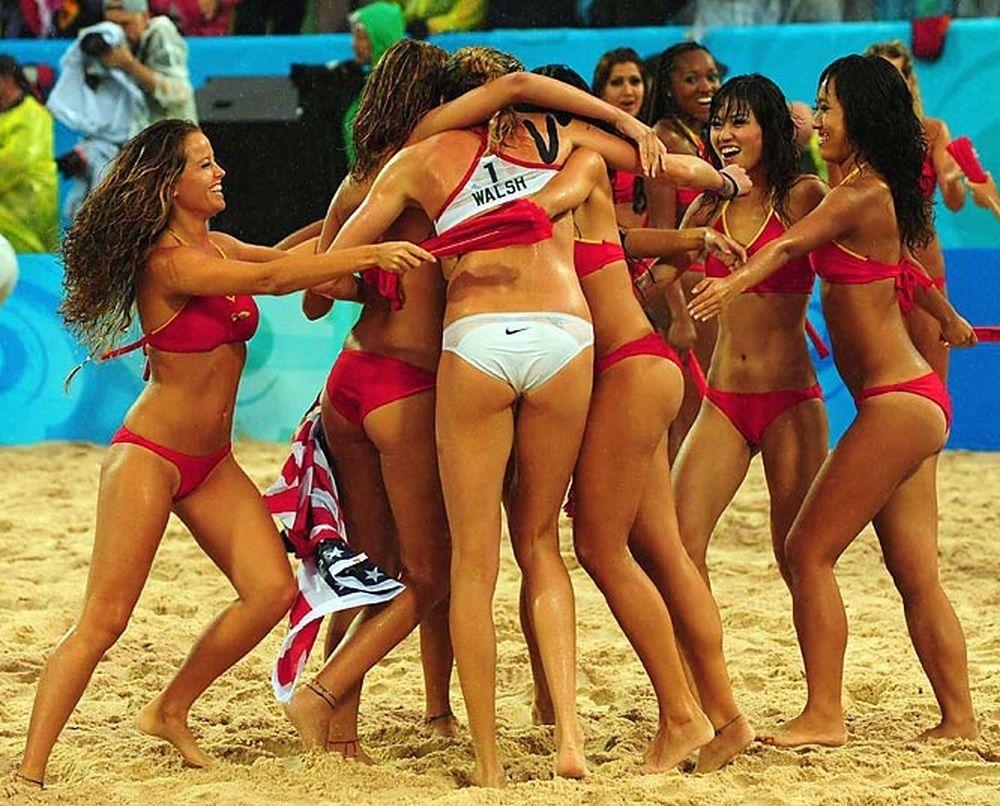Φόρος τιμής στο γυναικείο beach volley...