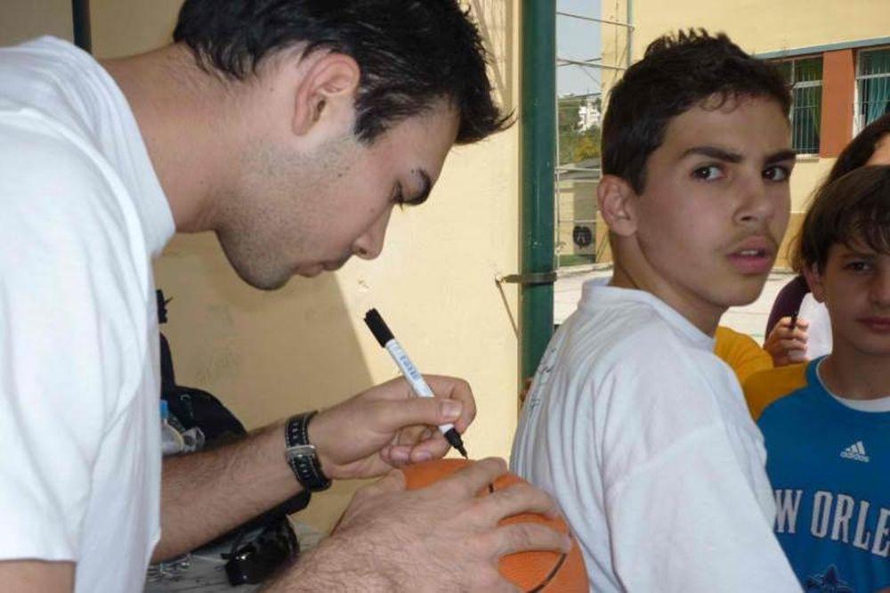 Έπαιξαν μπάσκετ με τον Ολυμπιακό (photos)