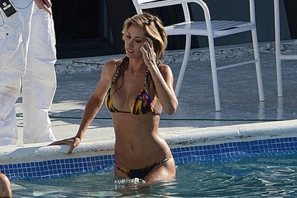 Η Λόρεν Στόνερ κάνει γυρίσματα στο Μαϊάμι! (photos)