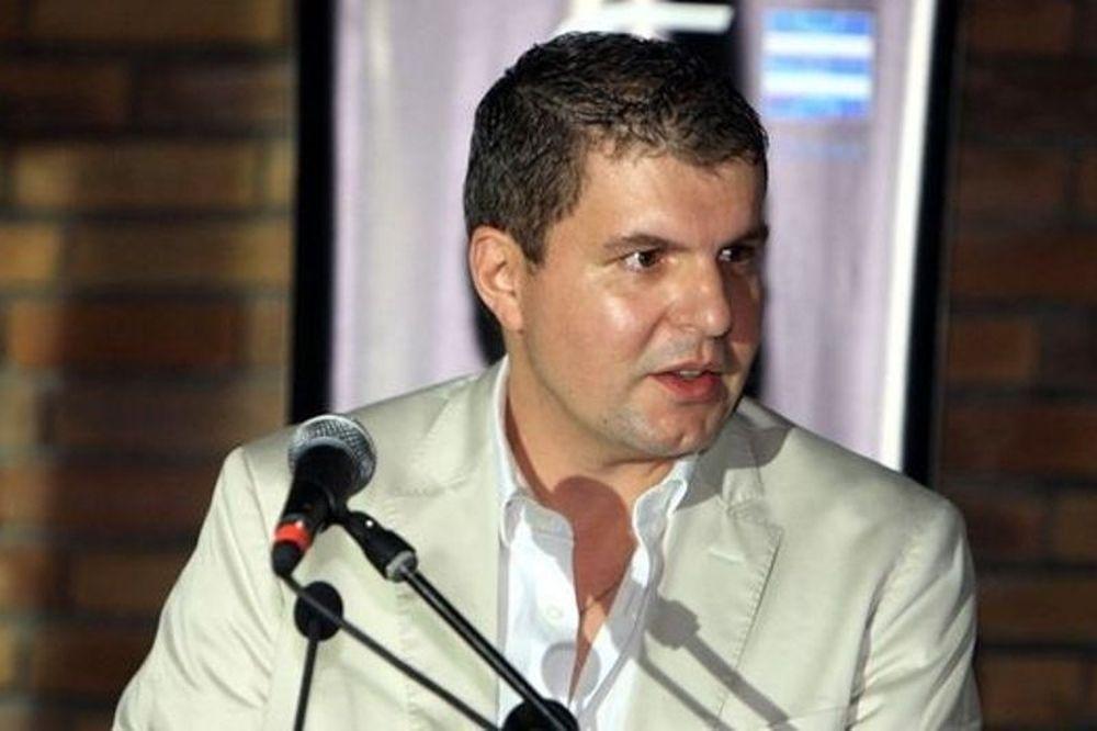 Νίκος Λυράκης