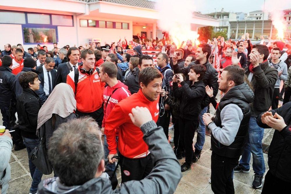 Αποθέωση στα Ιωάννινα για Ολυμπιακό!.. (photos)