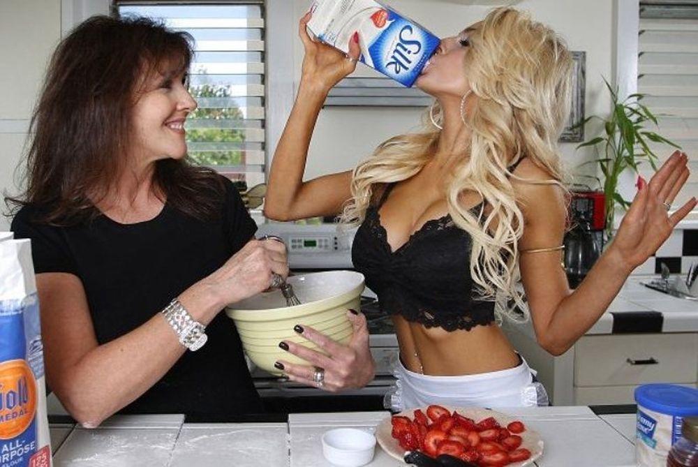 Κόρτνεϊ Στόντεν: Τον άναψε τον φούρνο! (photos+video)