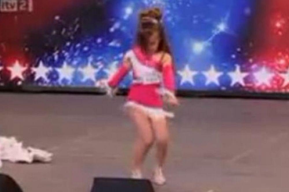 Μια… Shakira 4 ετών χορεύει salsa! (video)
