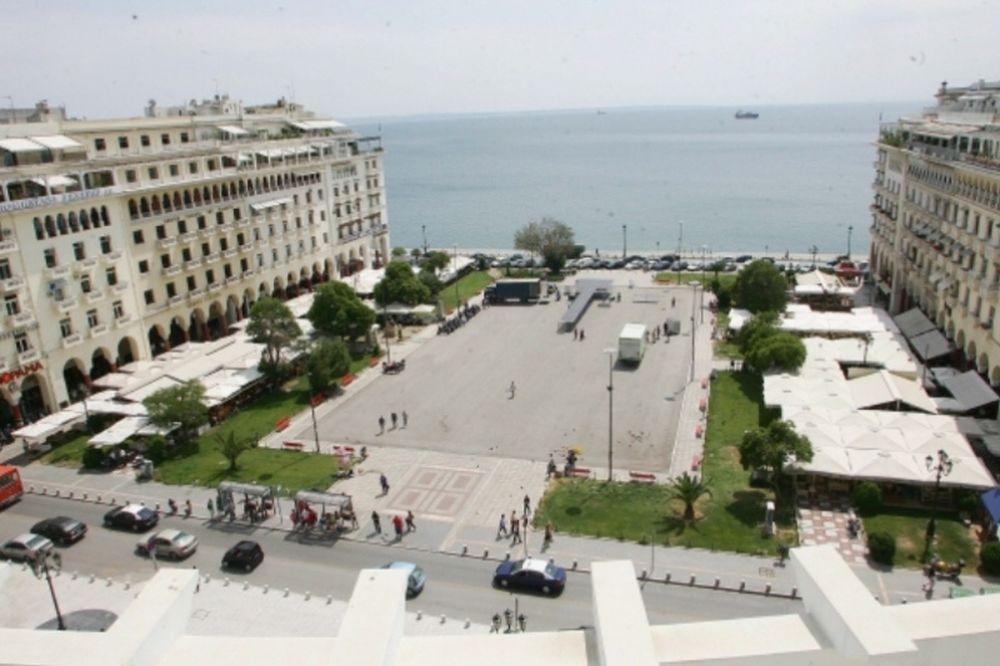 Η πλατεία Αριστοτέλους μετατρέπεται σε γήπεδο μπιτς βόλεϊ