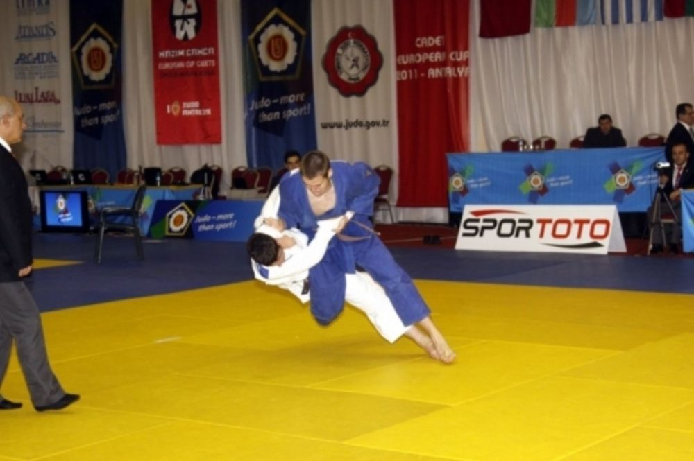 Η ελληνική ομάδα τζούντο για το Μαυροβούνιο