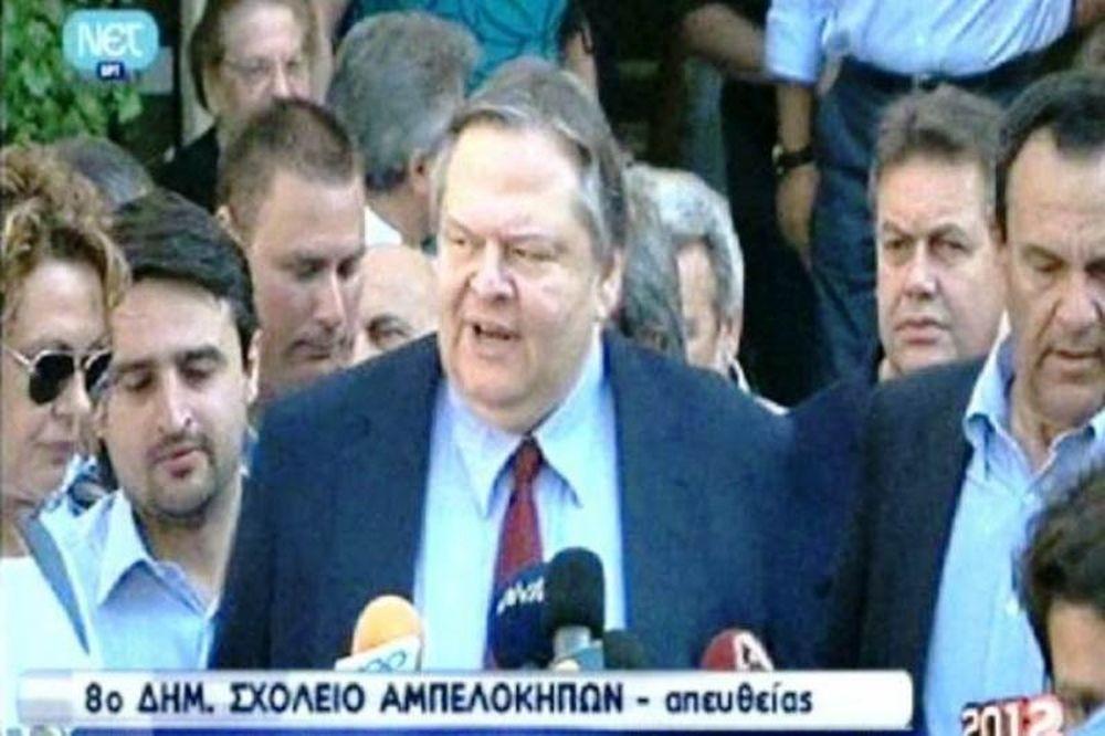 Βουλευτικές εκλογές 2012: Ψήφισε ο Ευάγγελος Βενιζέλος (vid)