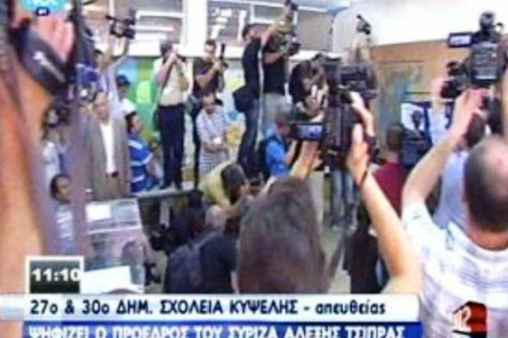 Χαμός από ξένους ανταποκριτές για ένα πλάνο του Τσίπρα (vid)