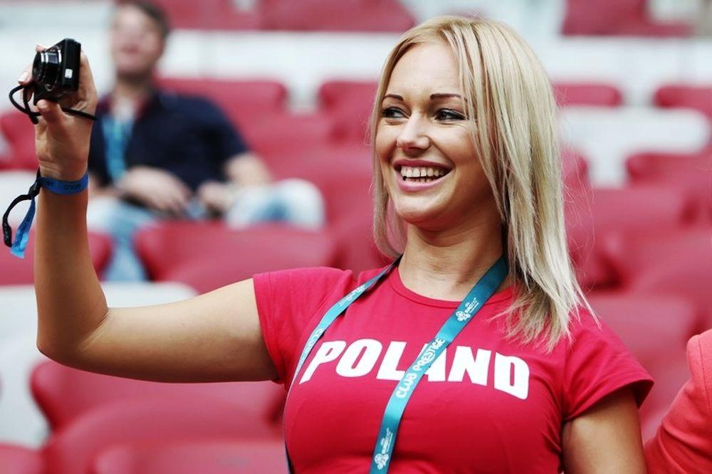 Euro 2012: Τα πιο ωραία κορίτσια… μέχρι τώρα (photos+video)