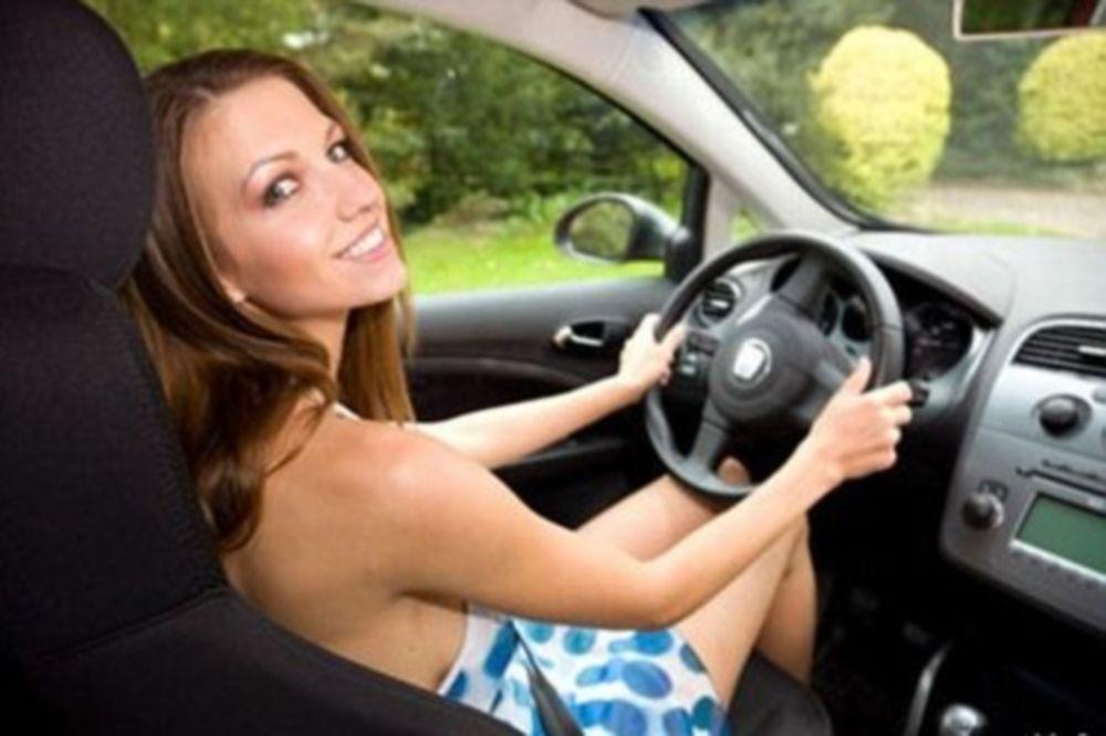 Γυναίκα-οδηγός = Κίνδυνος