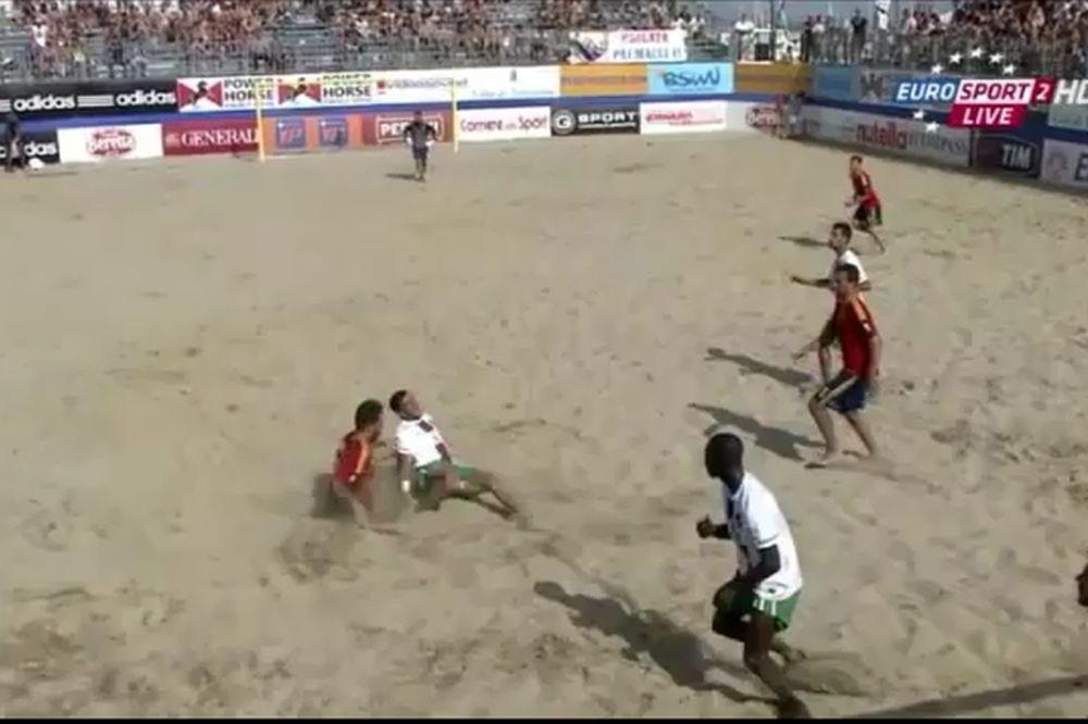 Απίστευτος τραυματισμός σε αγώνα beach soccer! (video)