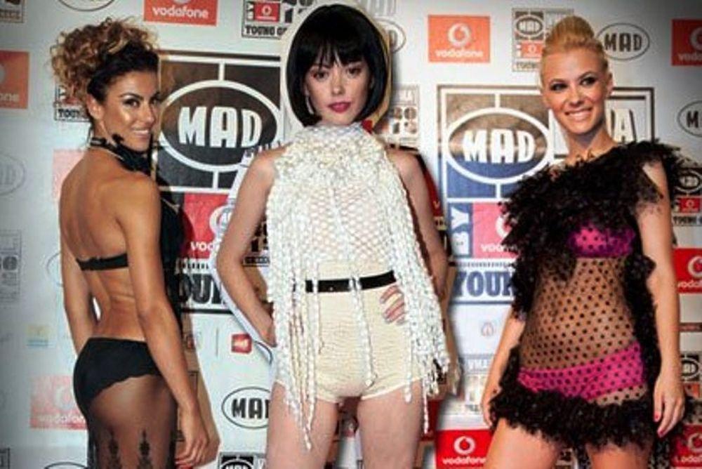 MAD VMA 2012: Ποιες celebrities μας έδειξαν... το βρακάκι τους;