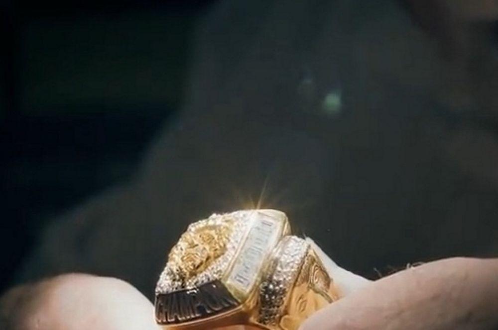 Ο Λεμπρόν και ο… κατασκευαστής του δακτυλιδιού του ΝΒΑ (video)