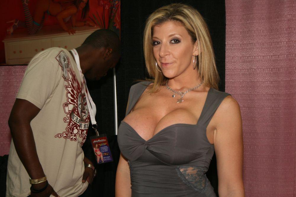 Οι διάσημες πορνοστάρ στη... διάθεση των Μαϊάμι Χιτ! (photos)