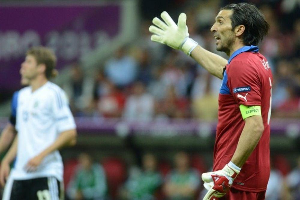 Euro 2012: Γι' αυτό τα... πήρε ο Μπουφόν! (video)