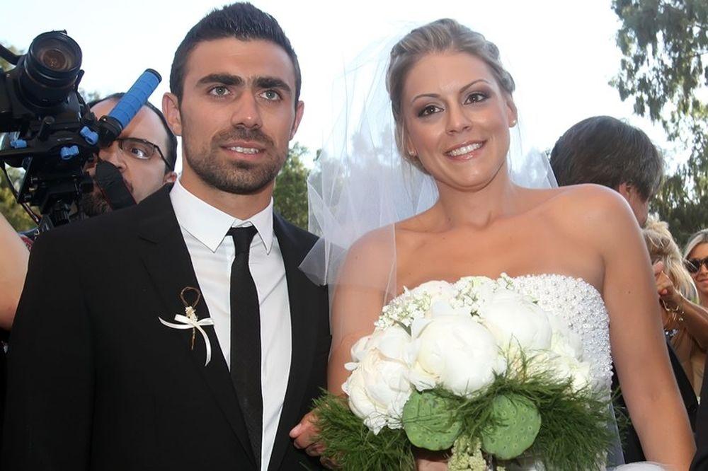Παντρεύτηκε ο Μανιάτης (photos+video)