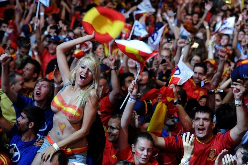 Oι Ισπανίδες τα... έβγαλαν όλα στους πανηγυρισμούς!(photos)