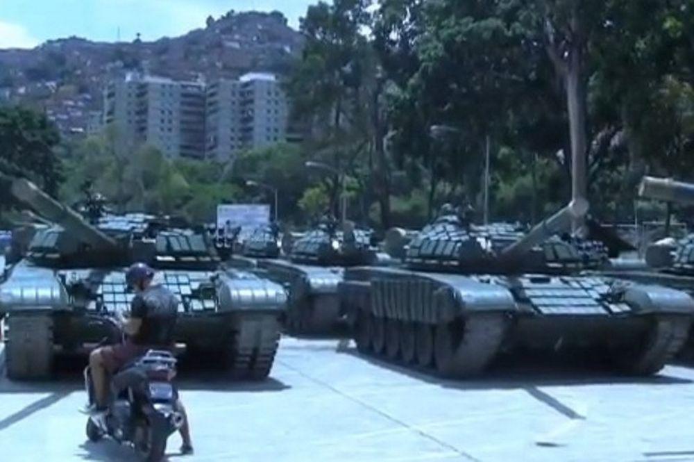 Τα τανκς που «ακολουθούν» την Εθνική στη Βενεζουέλα (video)