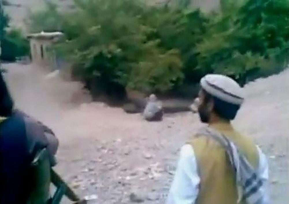 Εν ψυχρώ εκτέλεση γυναίκας από Ταλιμπάν (Videos)