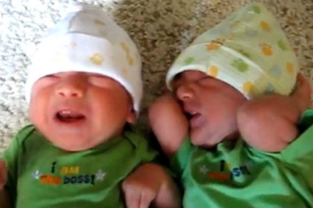 Βίντεο: Όταν δεν αντέχεις το κλάμα του δίδυμου αδελφού σου!