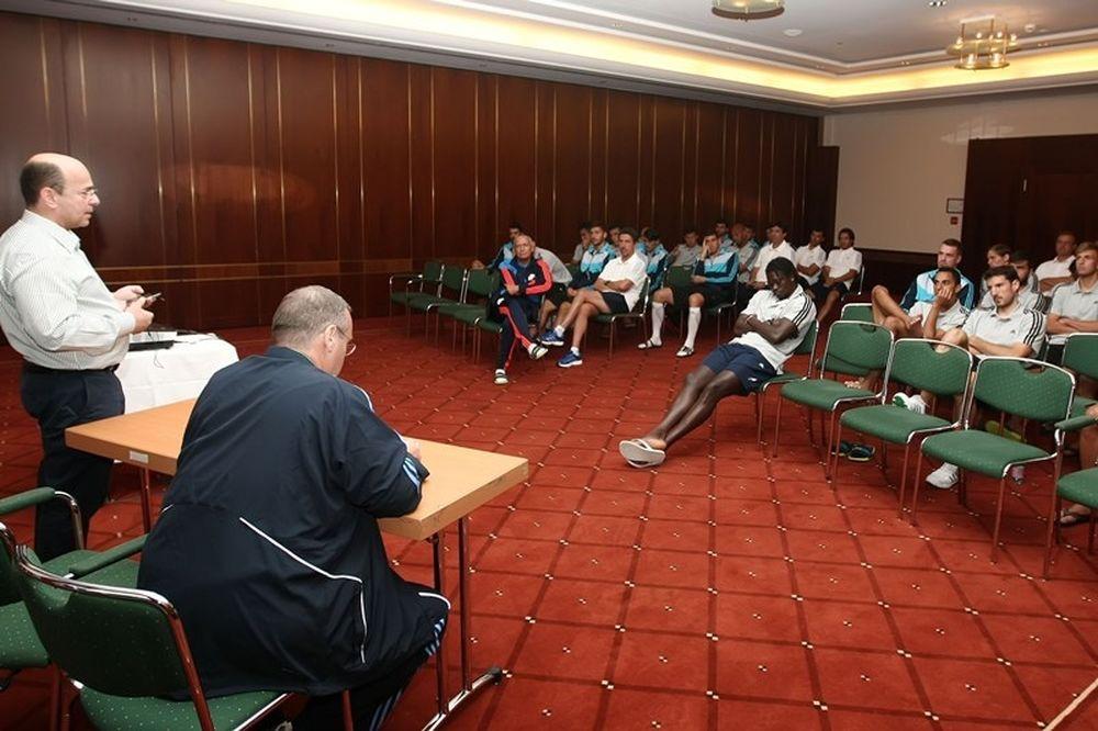 Ηγετική ομιλία Αλαφούζου σε παίκτες!