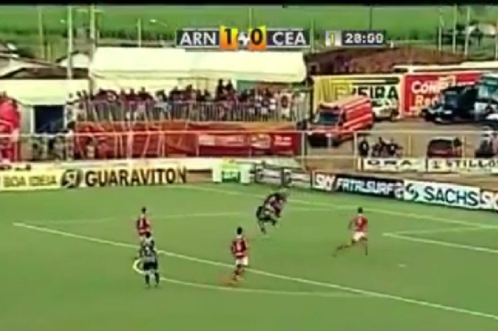 Ο... καρατέκα Βραζιλιάνος τερματοφύλακας! (video)
