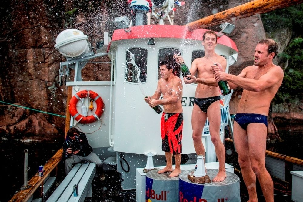 Red Bull Cliff Diving World Series 2012: Πρώτος ο Gary Hunt στη Νορβηγία (photos+video)