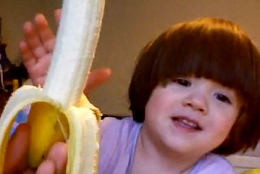 Βίντεο: Μωρό δεν μπορεί να πει τη λέξη «μπανάνα»