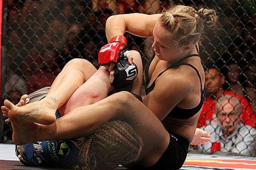 Strikeforce: Παρέμεινε αήττητη η Rousey (videos+photos)
