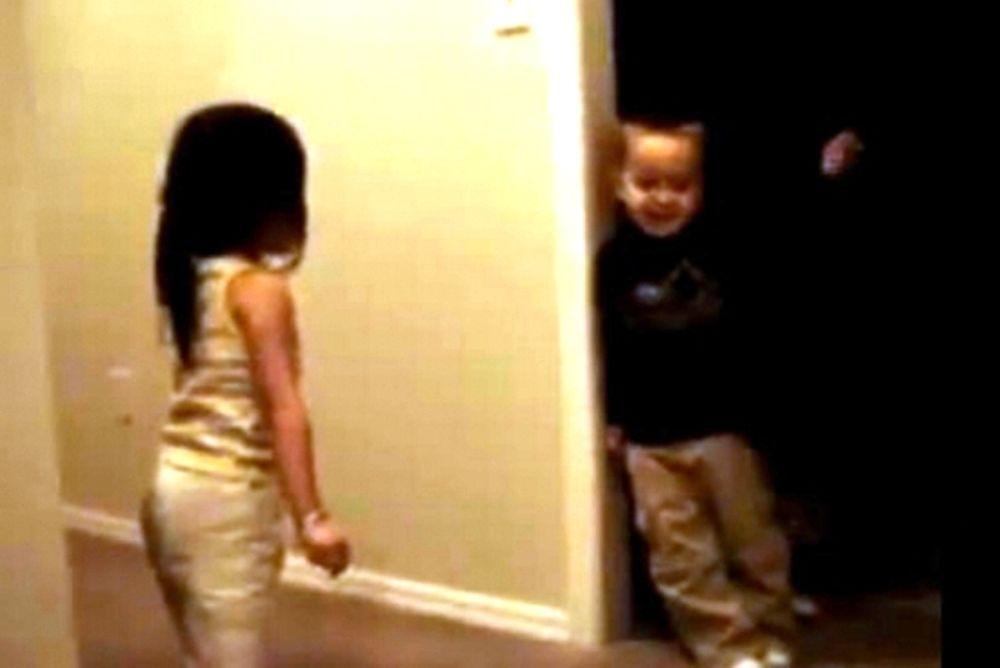 Βίντεο: Όταν τα παιδιά μαλώνουν!