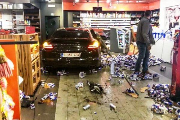 Ποδοσφαιριστής μπούκαρε σε κατάστημα με το αυτοκίνητο! (video)