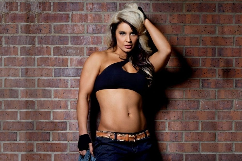 WWE: Απλοποιήθηκε η Kaitlyn (photos)