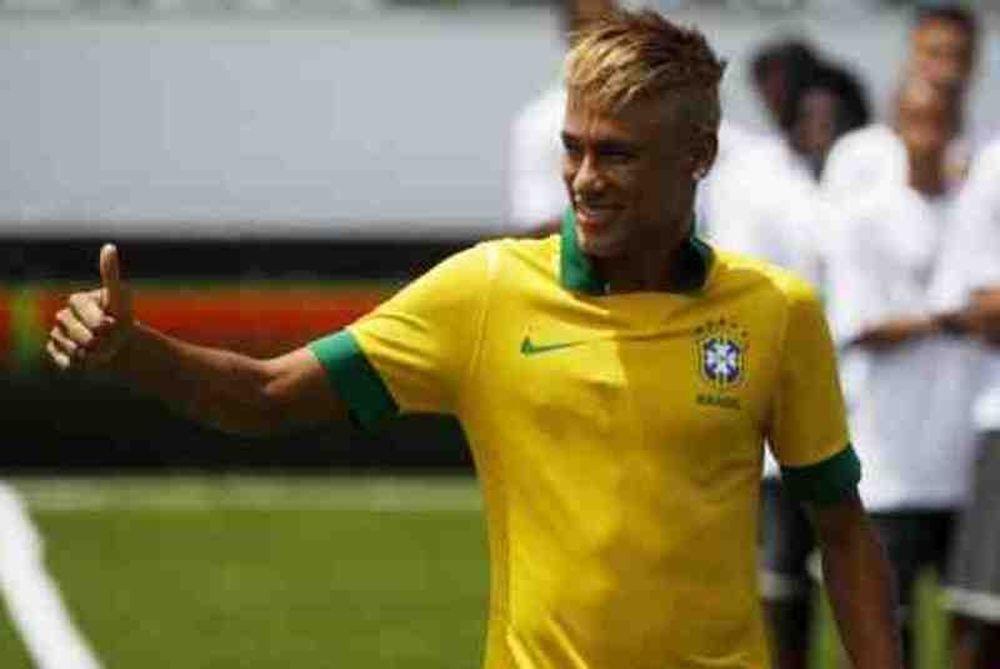 Εθνική Βραζιλίας: Ο Νεϊμάρ παρουσίασε τη νέα φανέλα (photos+video)