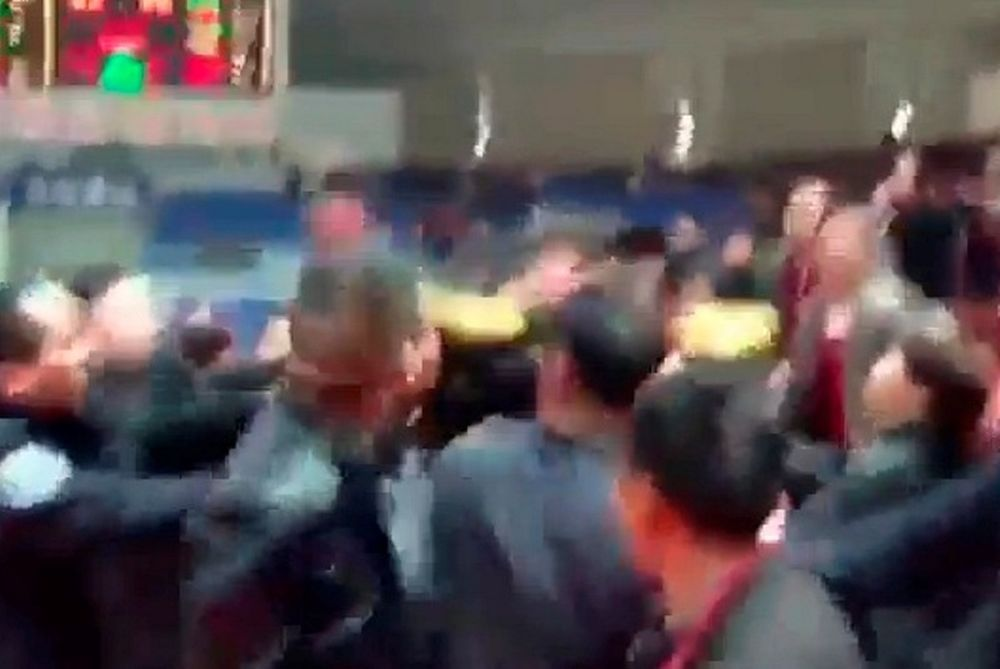 Πήραν στις... γρήγορες τους διαιτητές στην Κίνα (video)