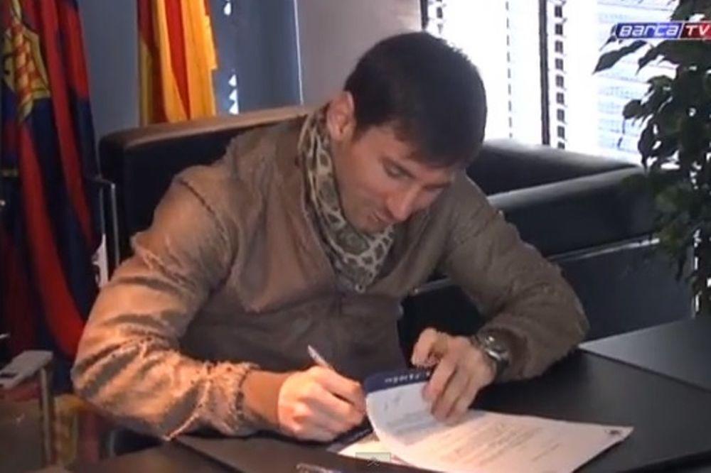 Μπαρτσελόνα: Η υπογραφή του Μέσι (video)