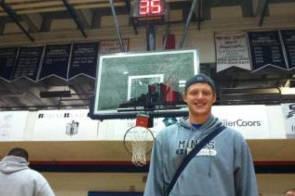 NCAA: Θρύψαλα το ταμπλό (video)