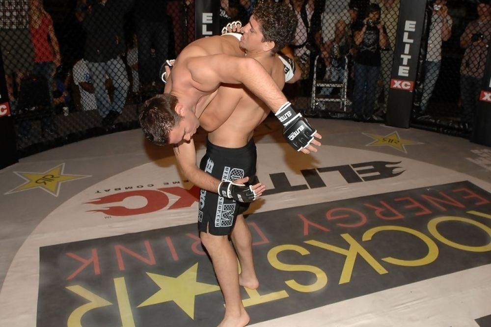 MMA: Να γιατί… κουνήθηκε ο Nick Diaz (video)