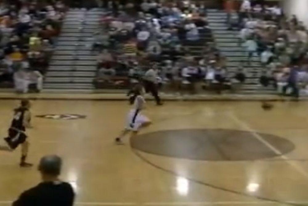 Σκαστό... καλάθι πίσω από το κέντρο από μπασκετμπολίστρια! (video)