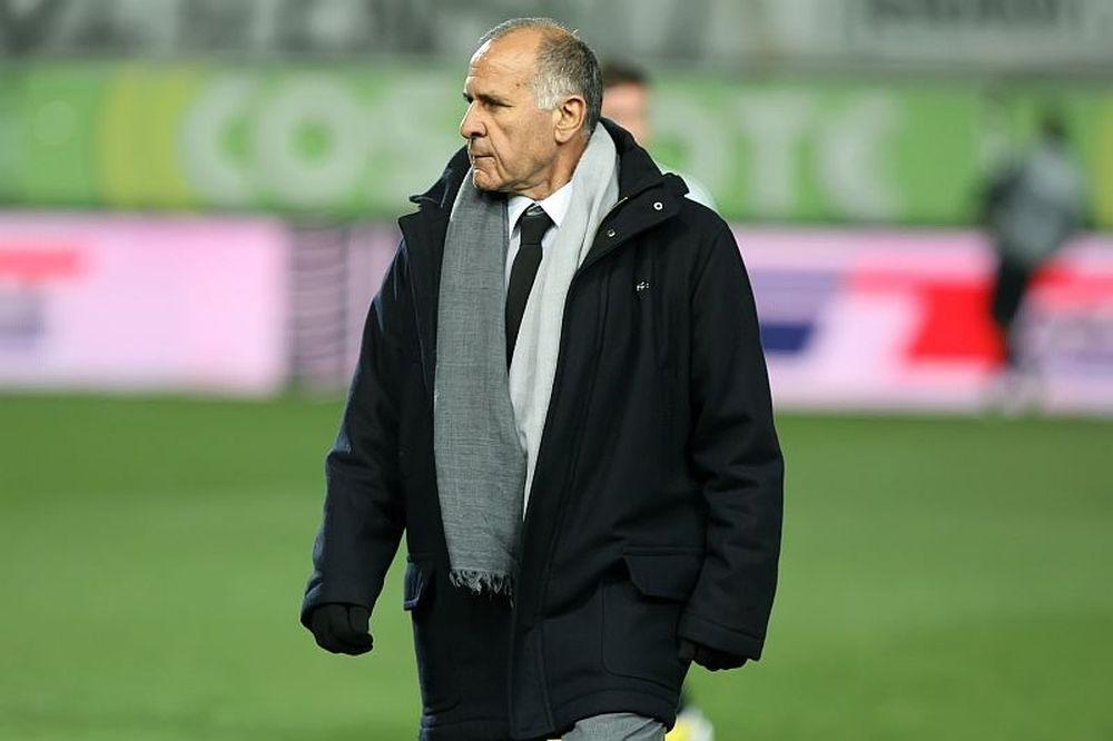 Κωνσταντίνου: «Κανένα θέμα προπονητή»