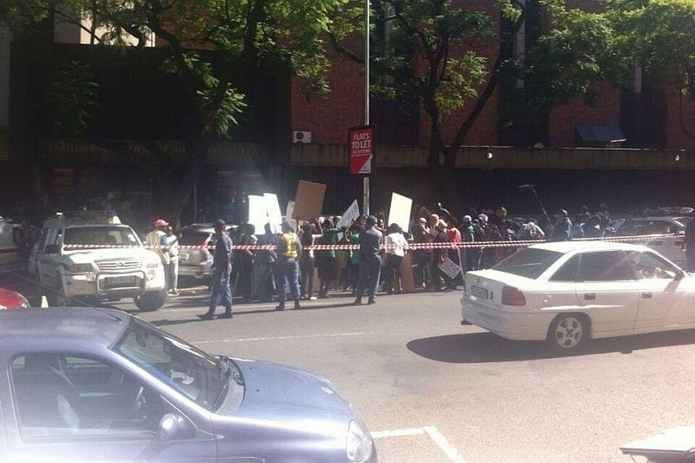 Λυγμοί και διαμαρτυρίες για Πιστόριους