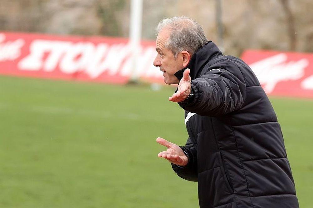 Σταθόπουλος: «Δωρίσαμε τα γκολ»