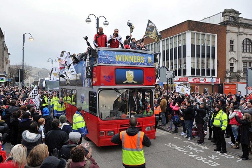 Η... παρέλαση της Σουόνσι! (photos+videos)